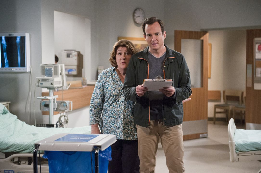 Eine neue Show könnte für Nathan (Will Arnett, r.) den Durchbruch bedeuten. Seine Mutter Carol (Margo Martindale, l.) liefert ihm mit ihren Wutausbr... - Bildquelle: 2013 CBS Broadcasting, Inc. All Rights Reserved.