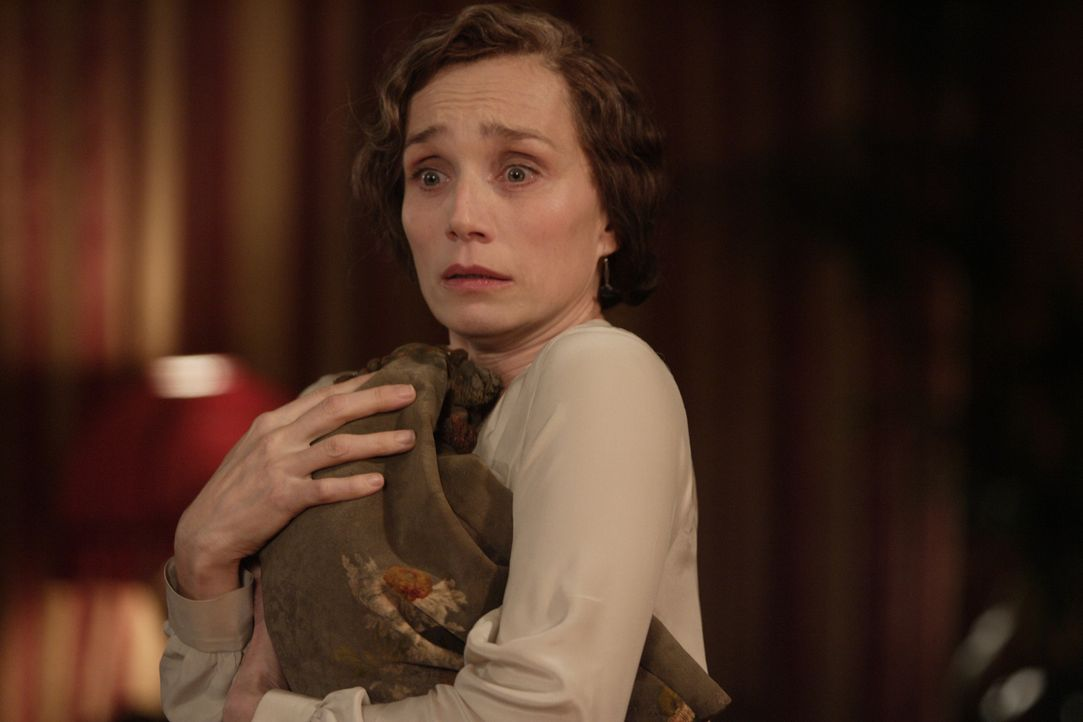 Treibt ein perfides Spiel mit ihrer Schwiegertochter: Mrs. Whittaker (Kristin Scott Thomas) ... - Bildquelle: 2008 Easy Virtue Films Limited. All Rights Reserved.