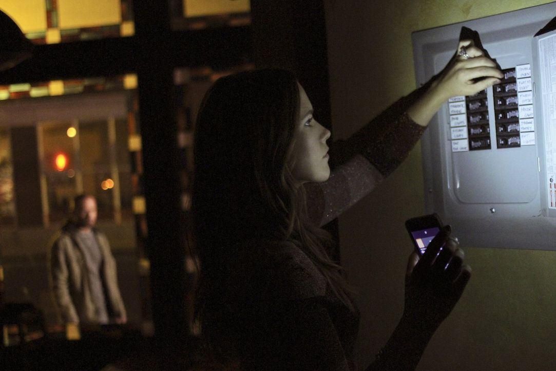 Während der Konflikt zwischen Xavier und Brooke (Sophia Bush, vorne) eskaliert, versuchen Dan, Julian und Chris Keller Nathan zu retten ... - Bildquelle: Warner Bros. Pictures
