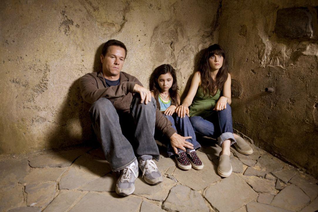 Haben (v.l.n.r.) Elliot (Mark Wahlberg), Alma (Zooey Deschanel) und Jess (Ashlyn Sanchez) in dem düsteren Kellerraum eine Chance, den Attacken der N... - Bildquelle: 20th Century Fox