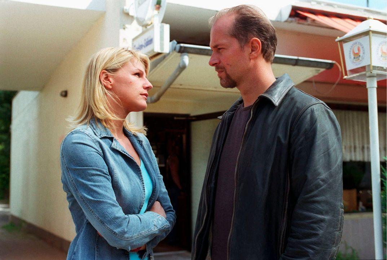 Sophie (Sophie Schütt, l.) und Jo (Jochen Horst, r.) befassen sich auch diesmal mit demselben Fall - allerdings stehen sie auf verschiedenen Seiten.... - Bildquelle: Claudius Pflug Sat.1