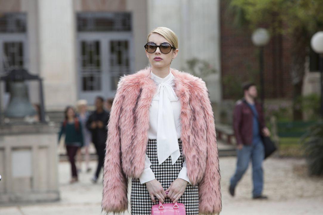 Ausgerechnet unter ihrer Regentschaft will die Dekanin die Kappa Kappa Tau Charter ändern, für Chanel (Emma Roberts) bricht eine Welt zusammen ... - Bildquelle: Steve Dietl 2015 Fox and its related entities.  All rights reserved.
