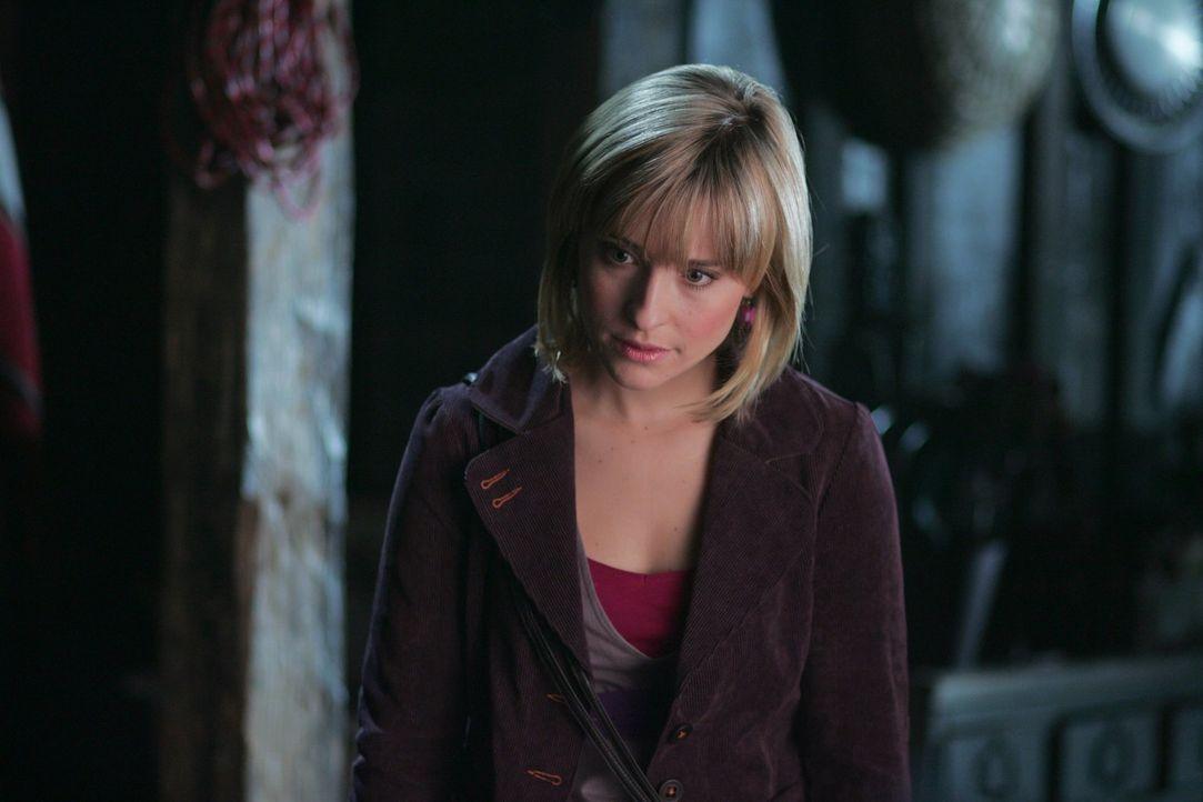 Nicht nur Clark, sondern auch Chloe (Allison Mack) wird für verrückt erklärt ... - Bildquelle: Warner Bros.