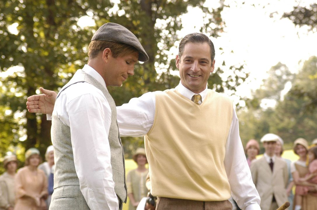 Selbst Walter Hagen (Jeremy Northam, r.) erweist dem überaus erfolgreichen Bobby Jones (James Caviezel, l.) Respekt ... - Bildquelle: 2003 Bobby Jones Film, LLC. All Rights Reserved.