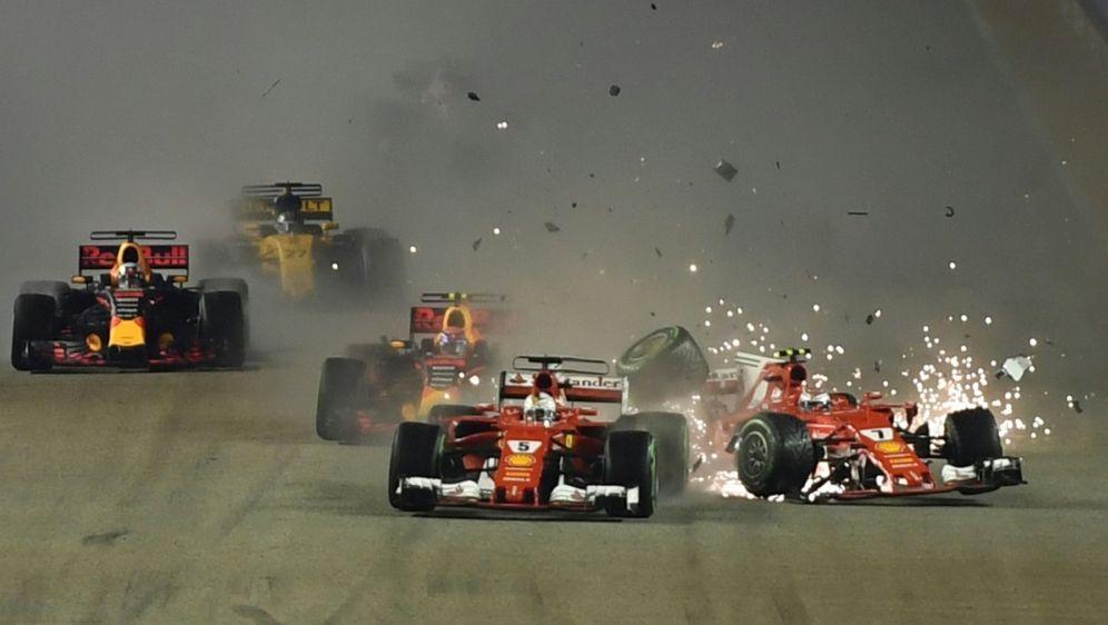 Zusammenstoß zwischen Vettel und Räikkönen - Bildquelle: AFPSIDMANAN VATSYAYANA