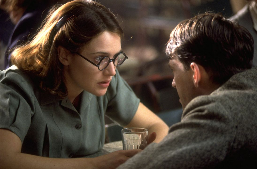Gemeinsam mit Hester (Kate Winslet, l.) verfolgt Tom (Dougray Scott, r.) die Spur der verschwundenen Claire ... - Bildquelle: Senator Film