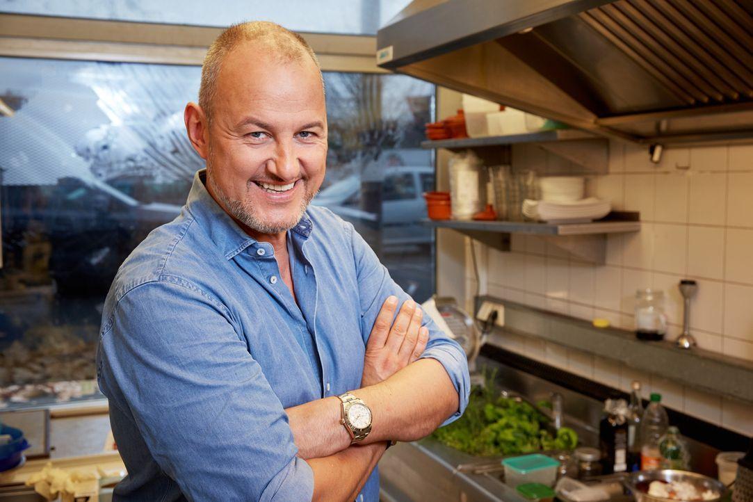 (9. Staffel) - Sternekoch Frank Rosin hilft Restaurants und Hotels, die kurz vor der Pleite stehen und nimmt sich Zeit, um Küche, Koch und Crew auf... - Bildquelle: Guido Engels kabel eins