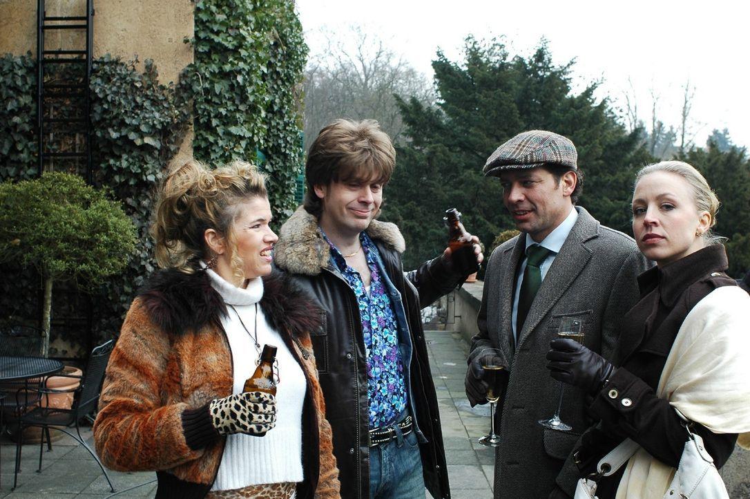 Andreas (Gregor Bloéb, 2.v.r.) und Marion (Nina Proll, r.) freuen sich auf eine Woche im Luxushotel. Unfreiwillig machen sie kurz nach ihrer Ankunf... - Bildquelle: Martin Lässig Sat.1