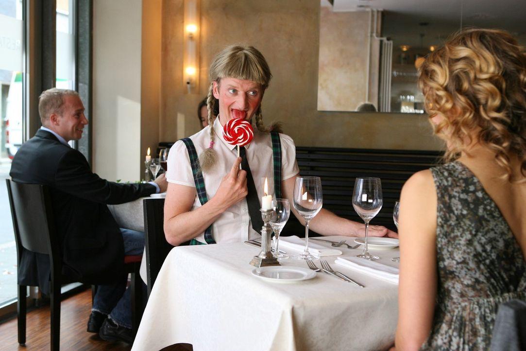 Es gibt Dinge, die man (Michael Kessler, M.) beim ersten Date nicht machen sollte ... - Bildquelle: Ralf Jürgens Sat.1