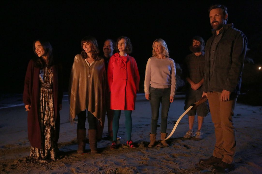 Kann eine Party am Strand die Harmonie zwischen (v.l.n.r.) Erica (Cleopatra Coleman), Gail (Mary Steenburgen), Todd (Mel Rodriguez), Carol (Kristen... - Bildquelle: 2015-2016 Fox and its related entities.  All rights reserved.