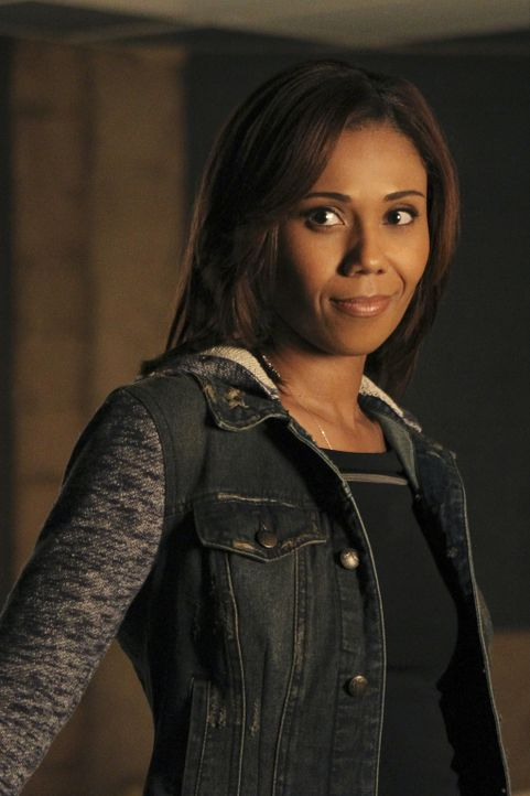 Expolizistin Hayley (Toks Olagundoye) kommt direkt von Scotland Yard und mischt das Team rundum Kate Beckett und Richard Castle gehörig auf ... - Bildquelle: John Fleenor 2015 American Broadcasting Companies, Inc. All rights reserved.