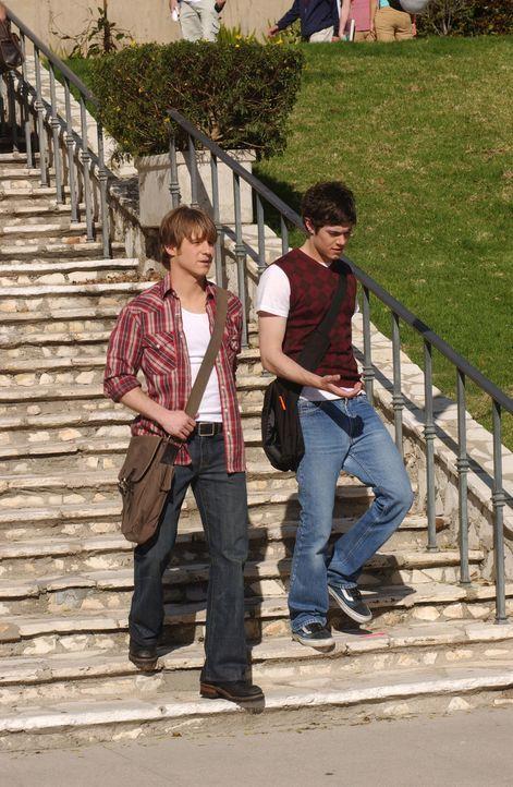 Seth (Adam Brody, r.) beschließt, die guten Zeiten des letzten Jahres zurückzubringen und will nicht eher aufgeben, ehe sein Plan in die Tat umges... - Bildquelle: Warner Bros. Television
