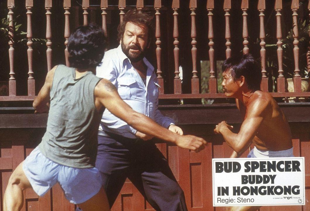In Hongkong setzt sich Kommissar Rizzo (Bud Spencer, M.) mit seinen Fäusten erfolgreich gegen die chinesische Mafia zur Wehr ... - Bildquelle: Constantin Film