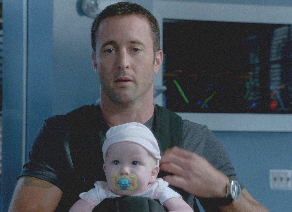 Während sie sich mit dem Mord an einem verdeckten Ermittler befassen, werden Steve (Alex O'Loughlin) und seine Kollegen plötzlich als Babysitter in... - Bildquelle: 2013 CBS BROADCASTING INC. All Rights Reserved.