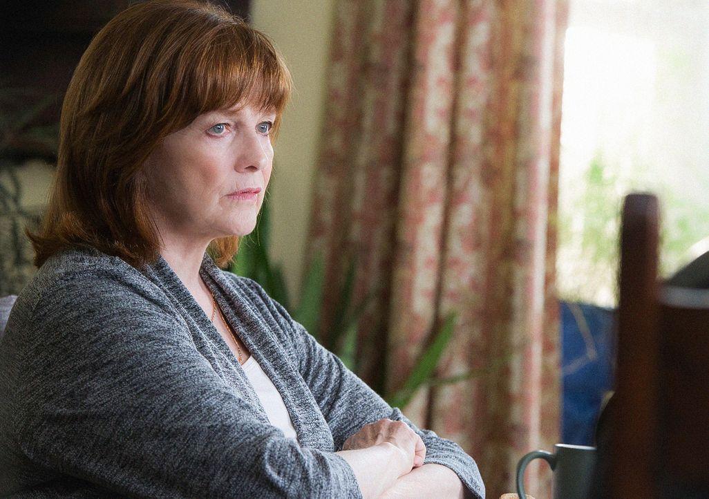 Macht sich Sorgen um ihren Sohn, als er vom FBI gesucht wird: Marie Finch (Blair Brown) ... - Bildquelle: Jojo Whilden 2015 CBS Broadcasting, Inc. All Rights Reserved