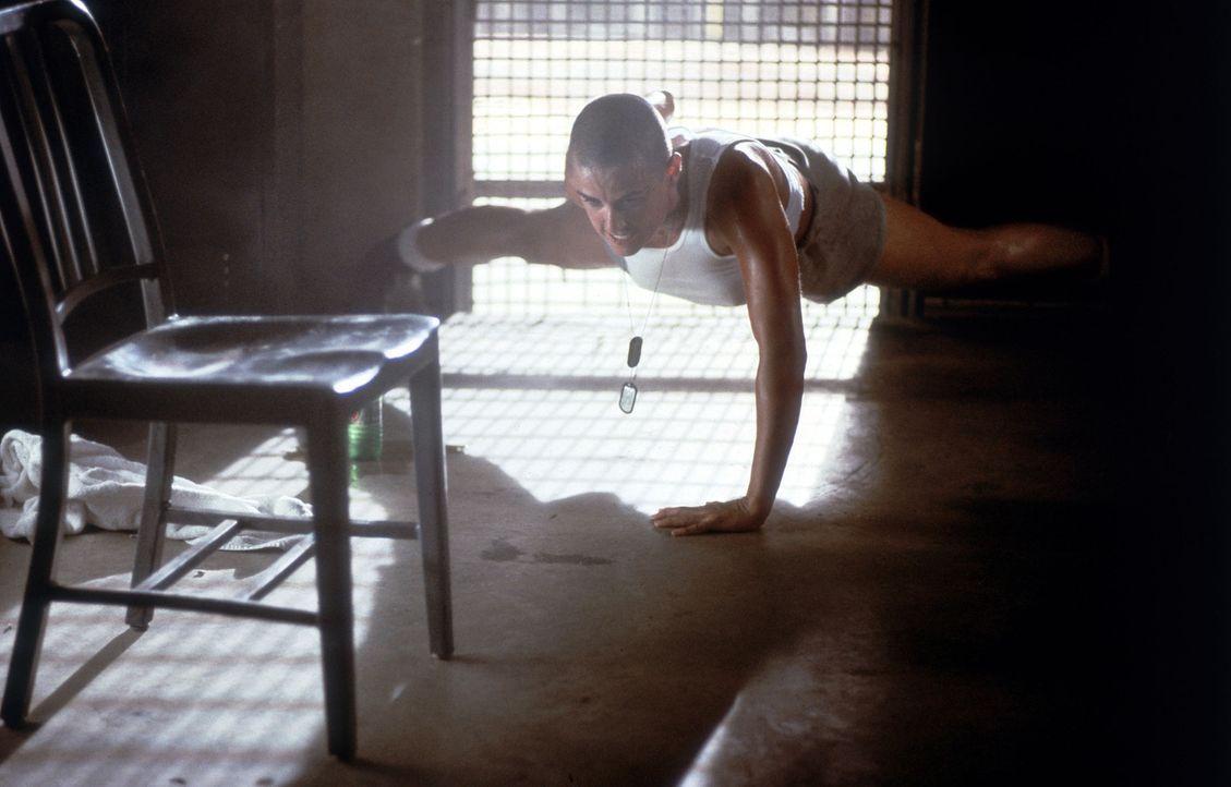 Mit viel Mut und Zähigkeit steht Navy-Offizier Lieutenant Jordan O'Neil (Demi Moore) die Ausbildung durch, doch die wahre Herausforderung wartet no... - Bildquelle: Buena Vista International