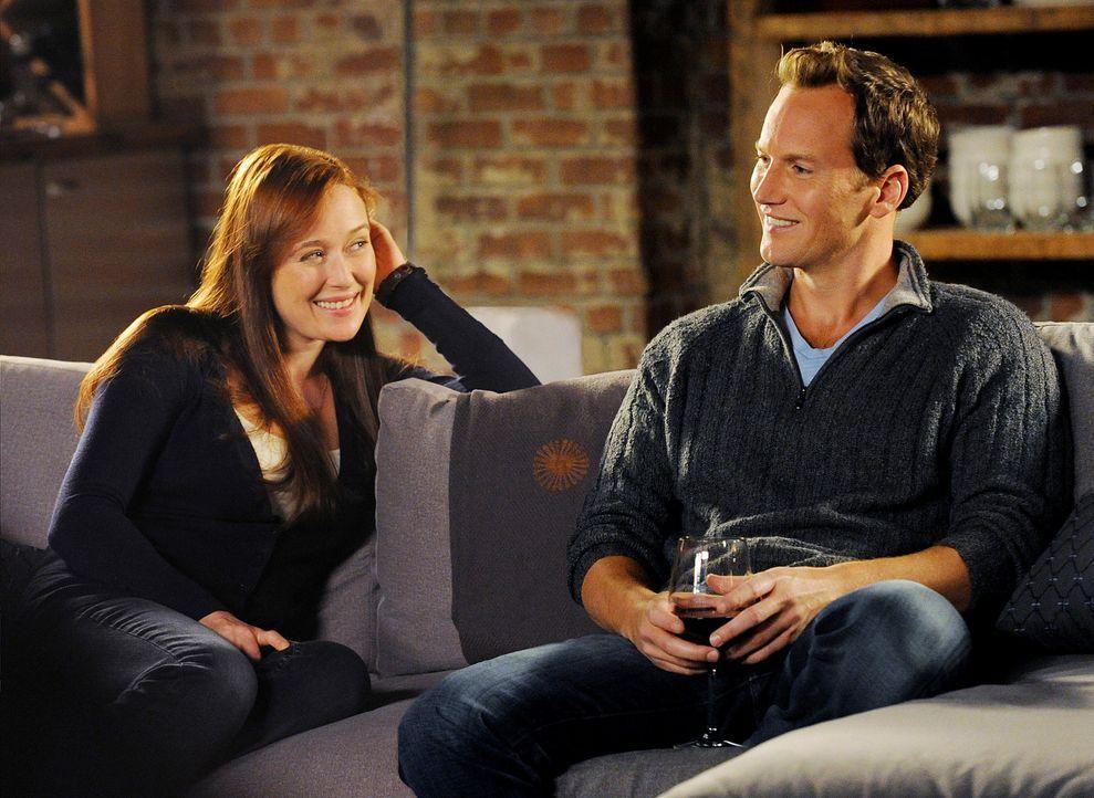 Dr. Michael Holt (Patrick Wilson, r.) genießt den Abend mit seiner Ex-Frau Anna Paul (Jennifer Ehle, l.), die plötzlich wieder aufgetaucht ist. Er... - Bildquelle: 2011 CBS BROADCASTING INC. ALL RIGHTS RESERVED