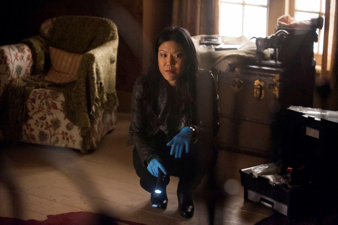 In einem abgelegenen Haus wird die Leiche der hübschen Beth LeBeau gefunden. Beverly Katz (Hettienne Park) untersucht den Tatort nach Hinweisen auf... - Bildquelle: Brooke Palmer 2013 NBCUniversal Media, LLC