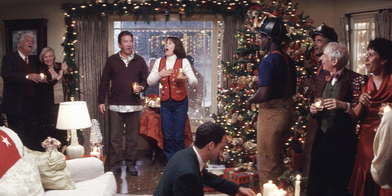 Die Kranks (Tim Allen, 3.v. l. und Jamie Lee Curtis, 4.v.l.) bringen sich 24 Stunden vor Weihnachten noch schnell in festliche Stimmung. Eigentlich... - Bildquelle: 2004 Revolution Studios Distribution Company, LLC. All Rights Reserved.