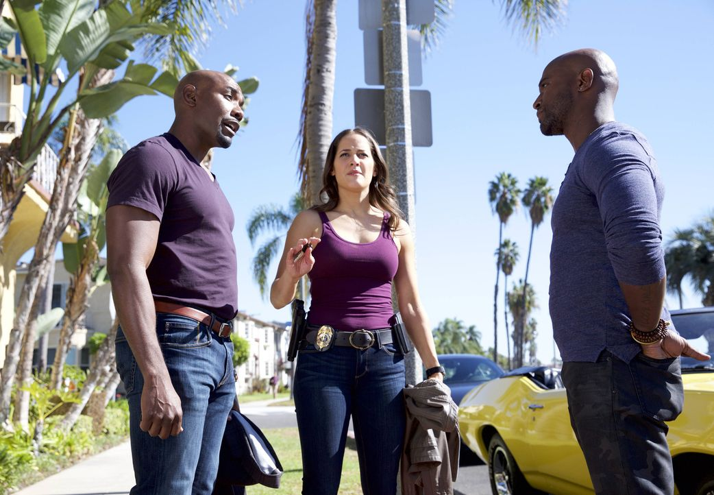Als Villa (Jaina Lee Ortiz, M.) die Nacht in Rosewoods (Morris Chestnut, l.) Haus verbringt, gerät nicht nur ihre Beziehung zu Mike (Taye Diggs, r.)... - Bildquelle: 2015-2016 Fox and its related entities.  All rights reserved.