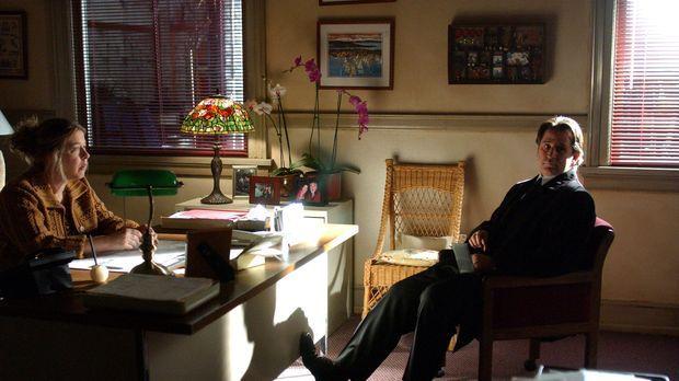 Jack (Anthony LaPaglia, r.) unterhält sich mit Lorraine (Robin Pearson Rose,...