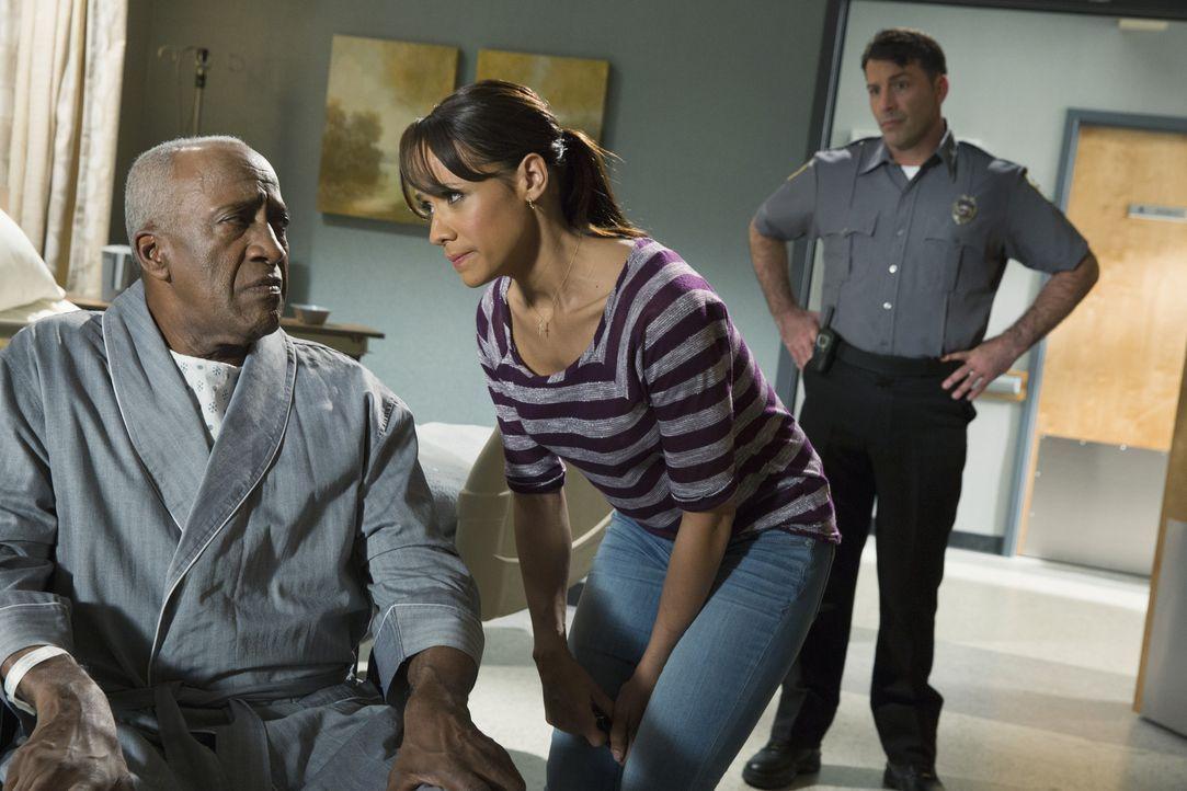 Noch ahnt Rosie (Dania Ramirez, r.) nicht, dass ihr Besuch bei Kenneth (Willie C. Carpenter, l.) nicht unbemerkt bleibt ... - Bildquelle: 2014 ABC Studios