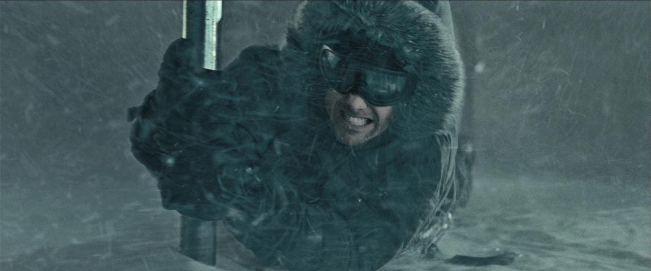 Riskiert Kopf und Kragen, um weitere Morde zu verhindern: UN-Sonderermittler Robert Pryce (Gabriel Macht) ... - Bildquelle: Warner Bros.