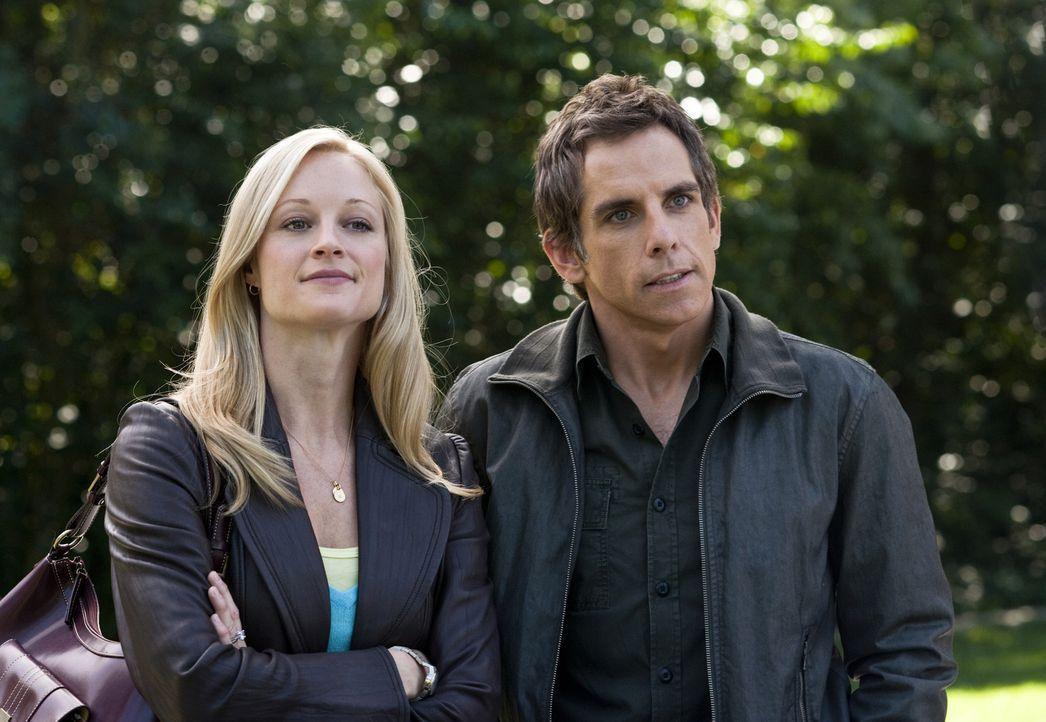 Noch sehen Pam (Teri Polo, l.) und ihr Ehemann Greg Focker (Ben Stiller, r.) voller Zuversicht in eine Zukunft als glückliche Kleinfamilie ... - Bildquelle: Glen Wilson 2010 Universal Studios & DW Studios LLC