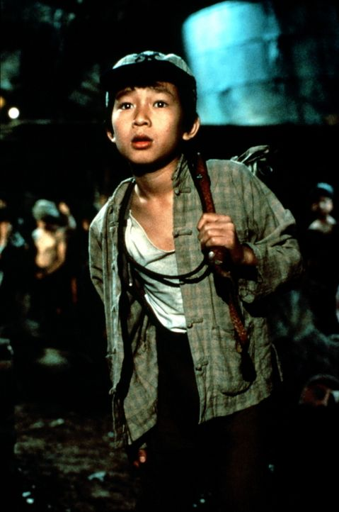 Der arme Short Round (Ke Huy Quan) wird von den Kultisten zu den anderen Kindern in die Minen gesteckt, um nach den verlorenen Sankara Steinen zu su... - Bildquelle: Paramount Pictures