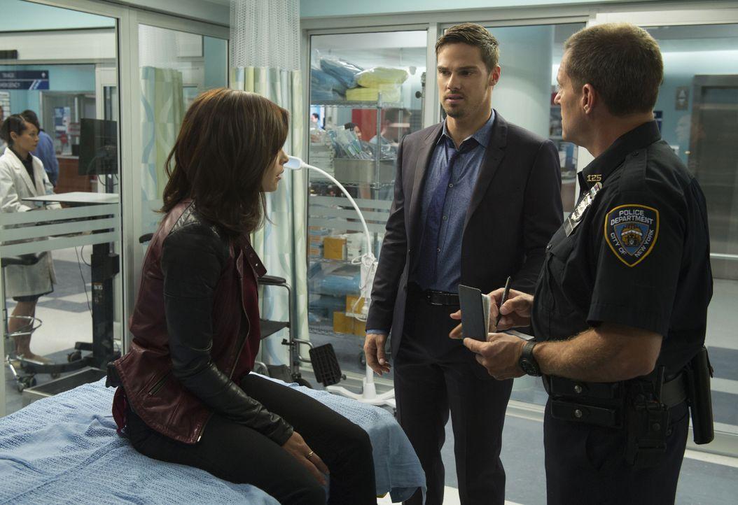 Cat (Kristin Kreuk, l.) stolpert beim FBI über einen außergewöhnlichen Fall, bei dem jemand mit übernatürlichen Kräften Menschen tötet. Vincent (Jay... - Bildquelle: 2015 The CW Network, LLC. All rights reserved.