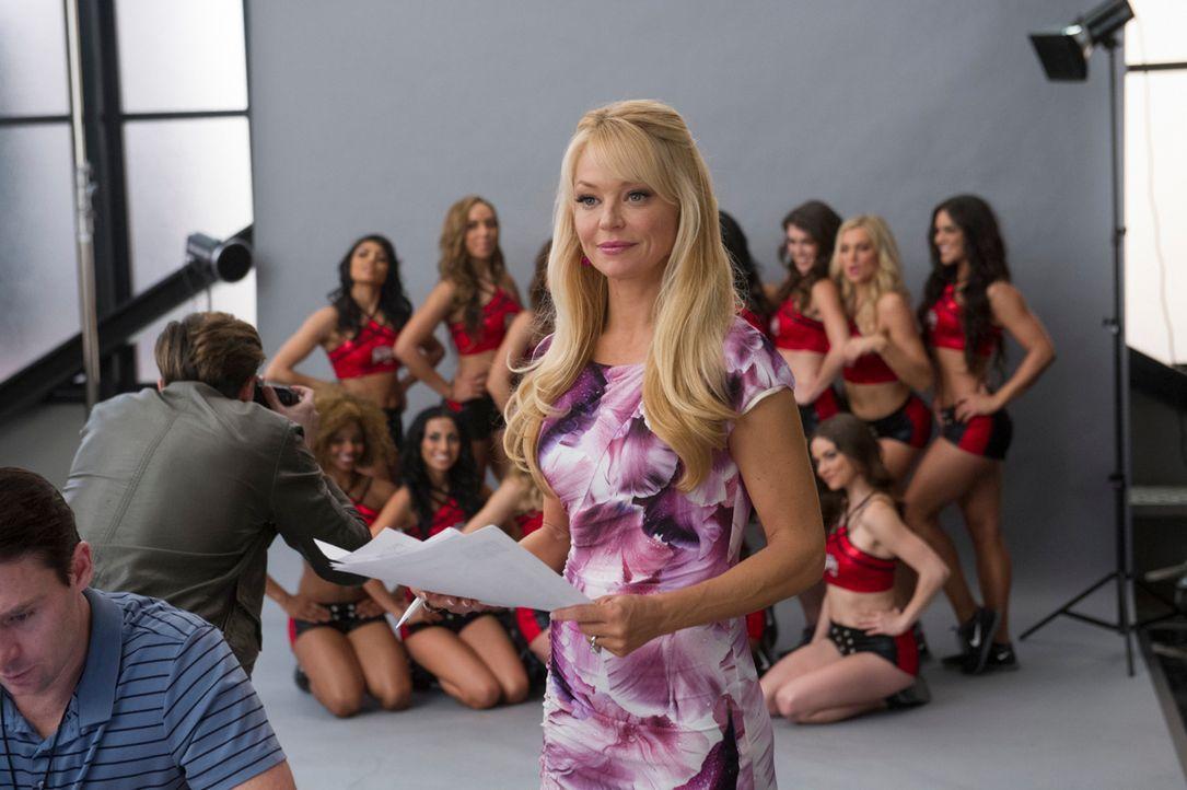 Olivia (Charlotte Ross, M.) weiß, wie sie sich bei ihren Mädels durchsetzen kann ... - Bildquelle: Ron Jaffe 2013 Starz Entertainment LLC, All rights reserved