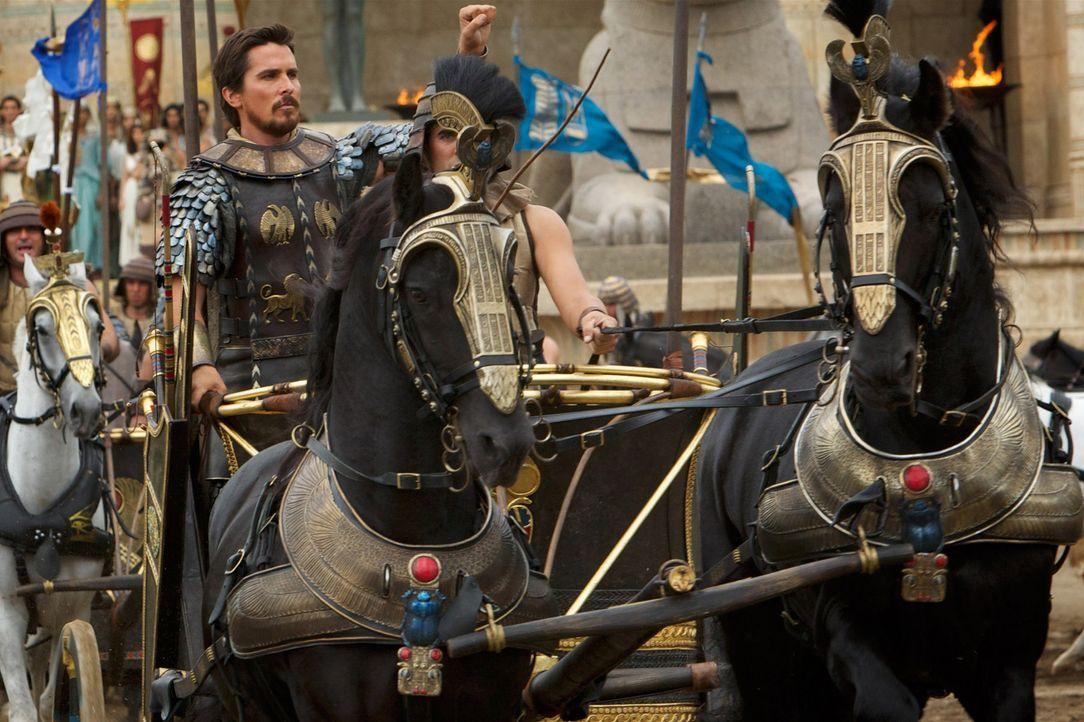 Ramses' Adoptivbruder Moses (Christian Bale, l.), der am Hof des Pharao aufgewachsen ist, ist bereits ein erfolgreicher Feldherr, als er beschuldigt... - Bildquelle: 2014 Twentieth Century Fox Film Corporation. All rights reserved.