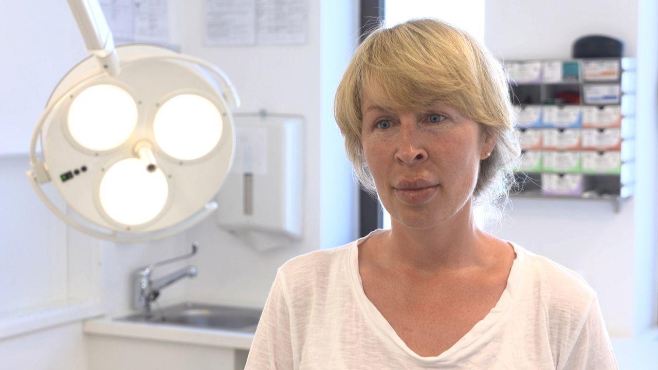 Seitdem sich bei Julia nach einer Hyaluron-Unterspritzung der Lippe dort Wucherungen gebildet haben, leidet die 35-Jährige unter schrecklichen Schme... - Bildquelle: SAT.1