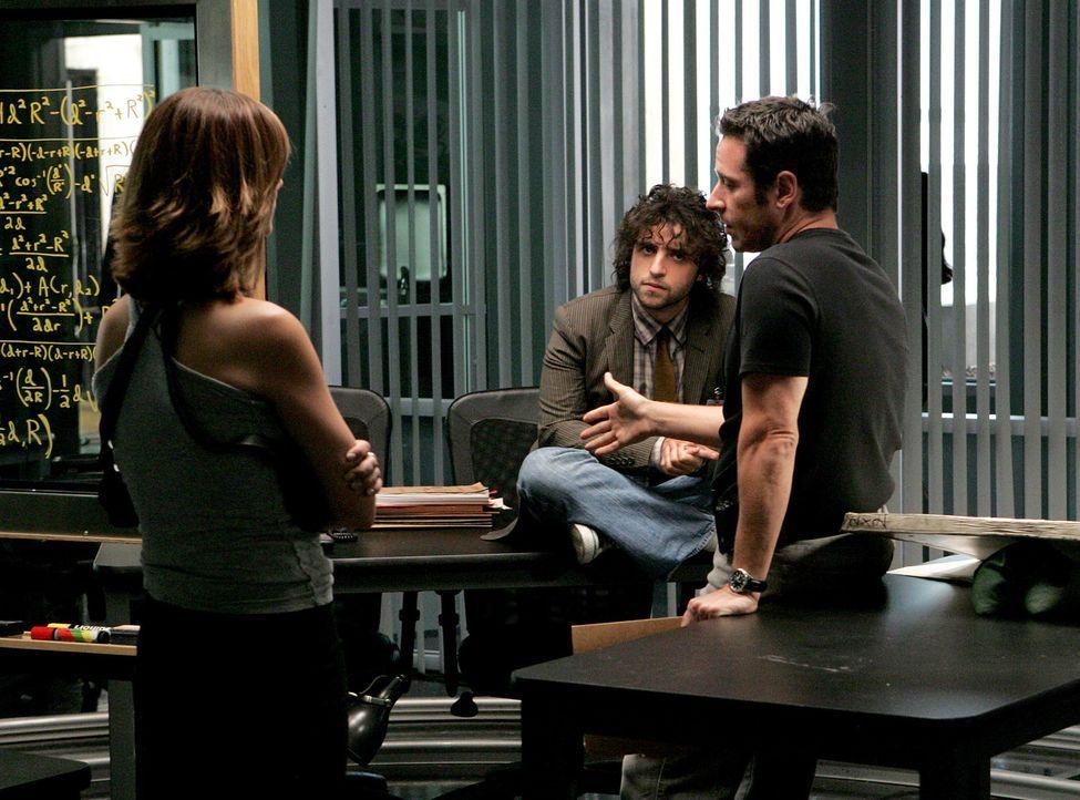 Megan (Diane Farr, l.), Don (Rob Morrow, r.) und Charlie (David Krumholtz, M.) stehen vor einem Rätsel ... - Bildquelle: Paramount Network Television
