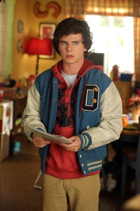 Axl (Charlie McDermott) ist ganz aufgeregt, weil er das erste Mal wählen darf. Dabei hat er bald ganz andere Sorgen. Währenddessen wollen Frankie un... - Bildquelle: Warner Brothers