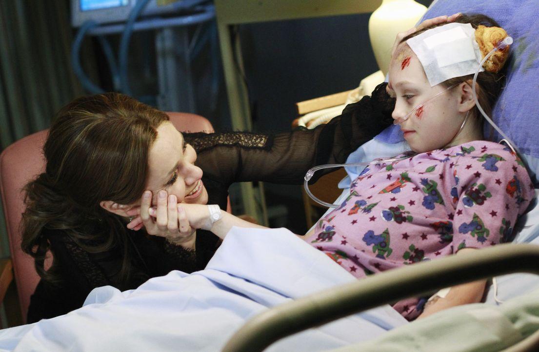 Während Amelia von den Gedanken an den Alkohol nicht mehr los kommt, macht sich Violet (Amy Brenneman, l.) große Sorgen um Betsey (Hailey Sole, r.... - Bildquelle: ABC Studios