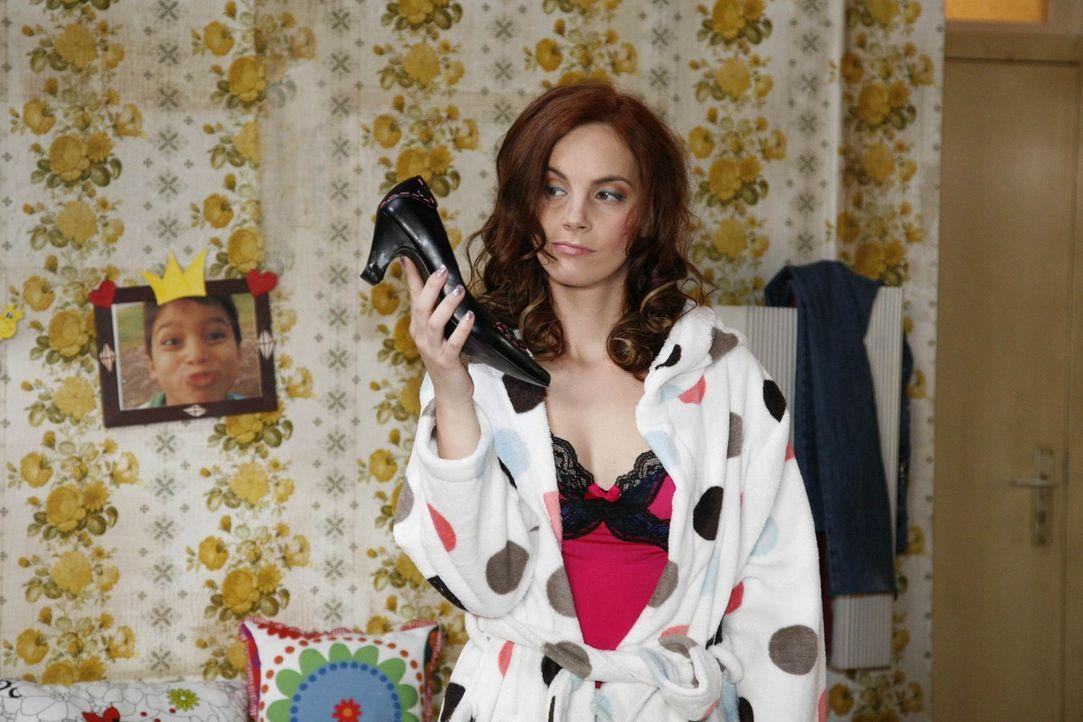 Manu (Marie Zielcke) glaubt tatsächlich, ihr stünde ein Date mit Mark bevor. Was soll sie nur anziehen? Zum Glück hat sie ja Eva, die ihr mit Rat... - Bildquelle: SAT.1