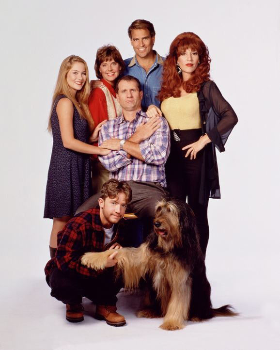 (9. Staffel) - Ein schrecklich netter Haufen: (v.l.n.r.) Bud (David Faustino), Kelly (Christina Applegate), Marcy (Amanda Bearse), Jefferson (Ted Mc... - Bildquelle: 1994, 1995 ELP Communications. All Rights Reserved.