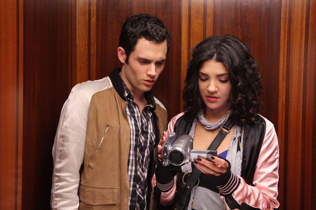 Vanessa (Jessica Szohr, r.) ist gerade dabei, einen Dokumentationsfilm zu drehen, als sie eine interessante Entdeckung auf dem Tape macht. Auch Dan... - Bildquelle: Warner Brothers