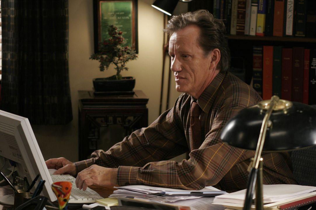 Rückblick in Dr. Nate Lennox' (James Woods) Leben ... - Bildquelle: Warner Bros. Television