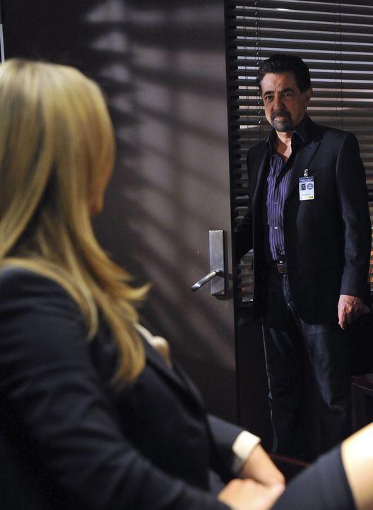 Werden sie wieder Kollegen? JJ (A.J. Cook, l.) und Rossi (Joe Mantegna, r.) ... - Bildquelle: ABC Studios