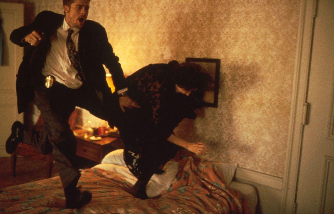 Die Jagd nach dem entmenschten Serienkiller gestaltet sich von Mord zu Mord für den Detective David Mills (Brad Pitt) immer schwieriger. Denn der Tä... - Bildquelle: Constantin Film