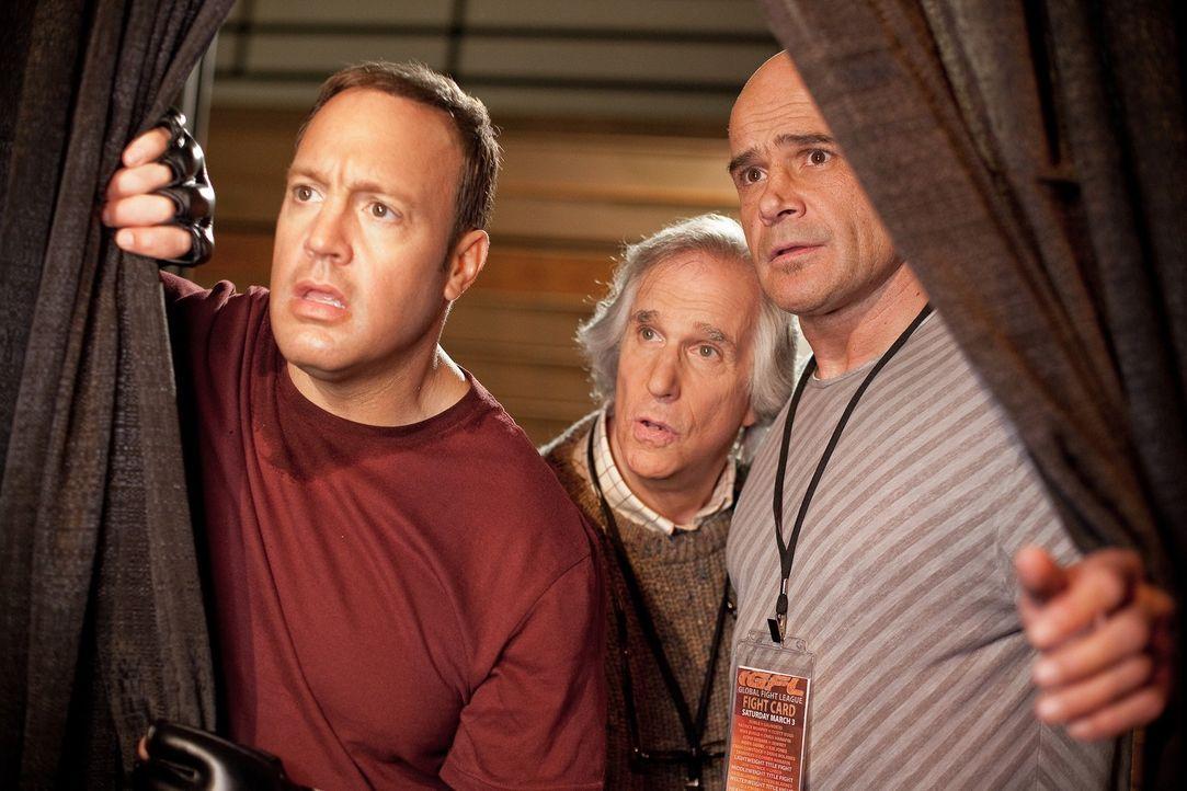 Kämpfen für das Musikprogramm: Scott (Kevin James, l.), Marty Streb (Henry Winkler, M.) und Niko (Bas Rutten, r.) ... - Bildquelle: Sony Pictures Television. All Rights Reserved.