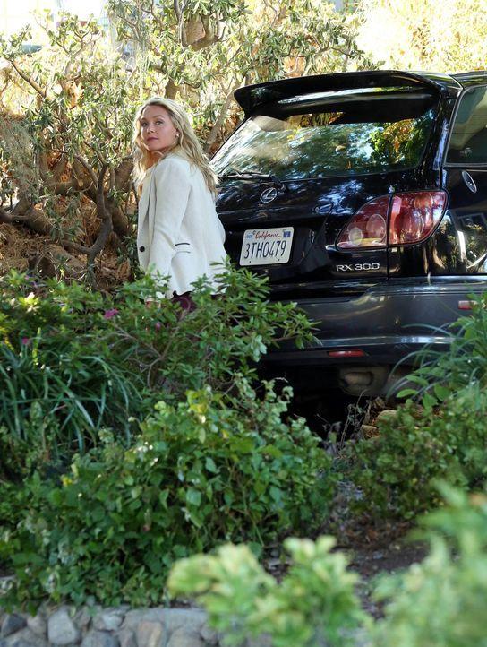 Was hat Jack mit Amanda (Elisabeth Rohm) zu tun? - Bildquelle: Warner Bros. Entertainment, Inc.