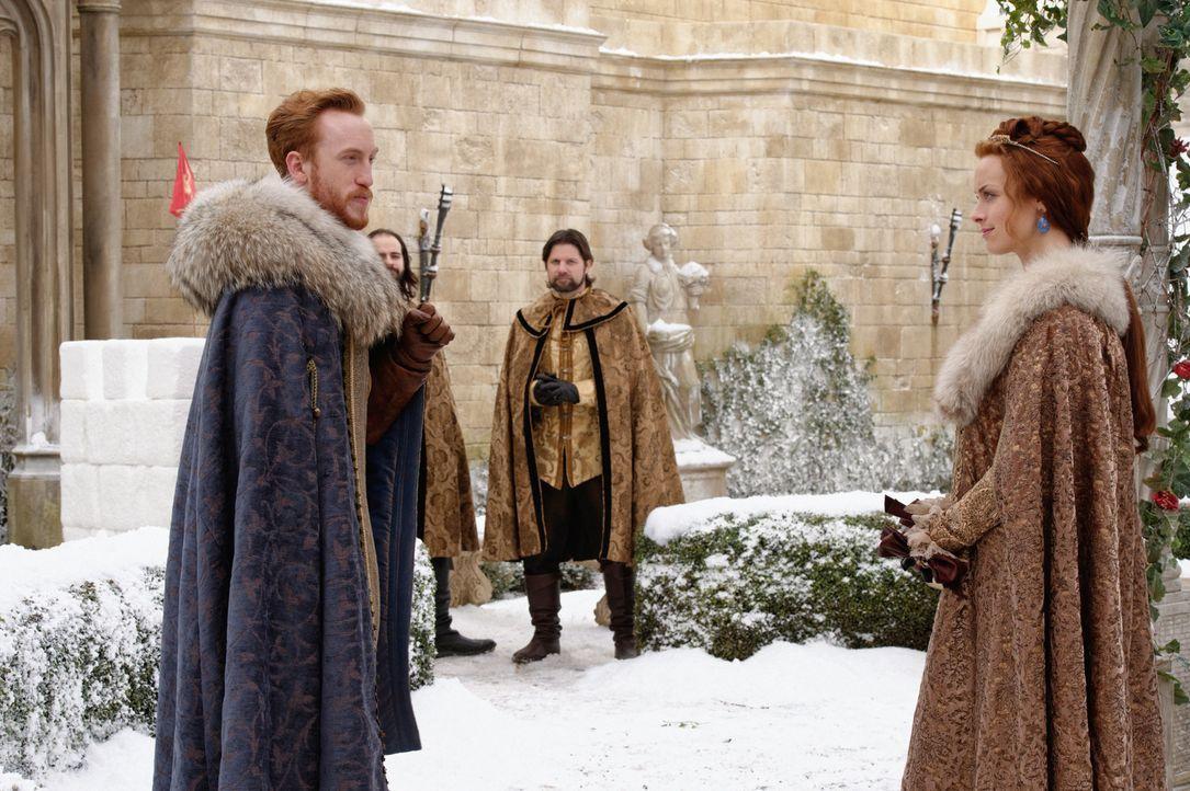 Wäre Prinz Magnus von Dänemark (Kyle Gatehouse, l.) wirklich ein guter Ehemann für Elizabeth (Rachel Skarsten, r.)? - Bildquelle: Ben Mark Holzberg 2016 The CW Network, LLC. All rights reserved.