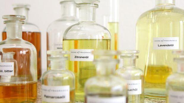 Parfüm herstellen_dpa - Bildfunk
