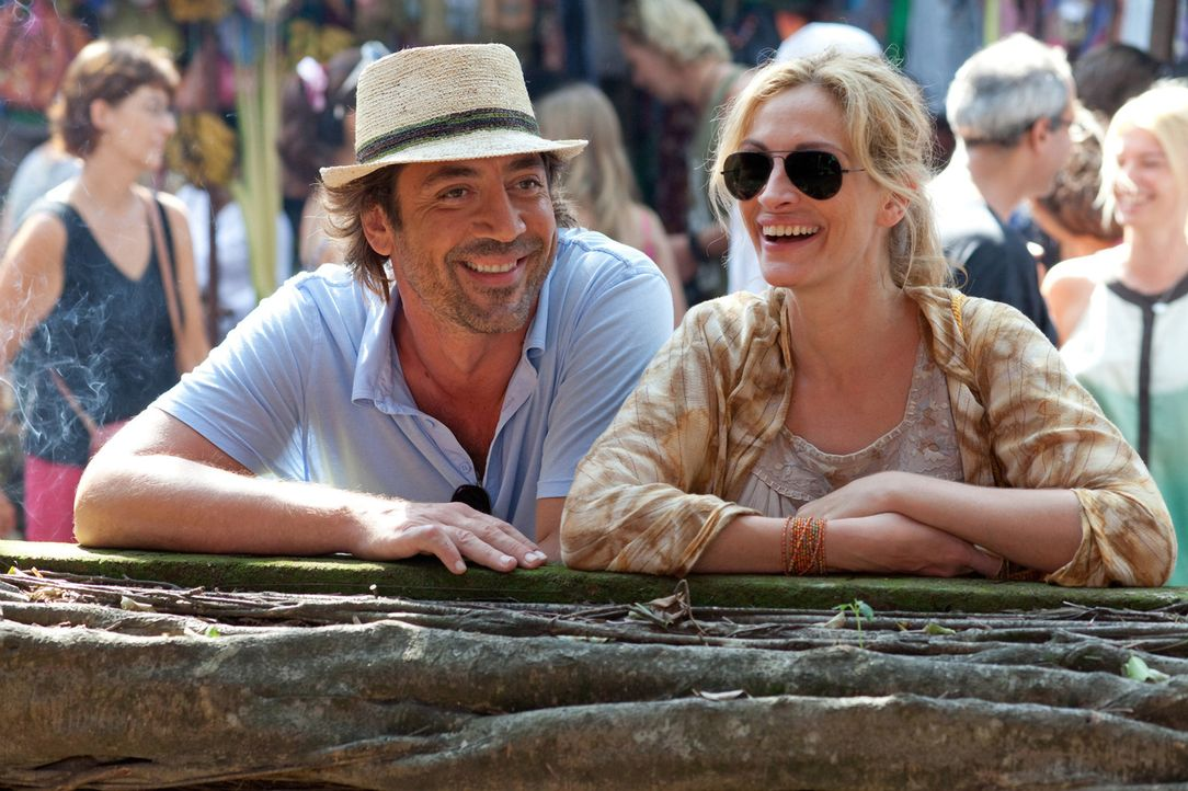 Hat Liz (Julia Roberts, r.) in dem Brasilianer Felipe (Javier Bardem, l.) die wahre Liebe gefunden? - Bildquelle: 2010 Columbia Pictures Industries, Inc. All Rights Reserved.
