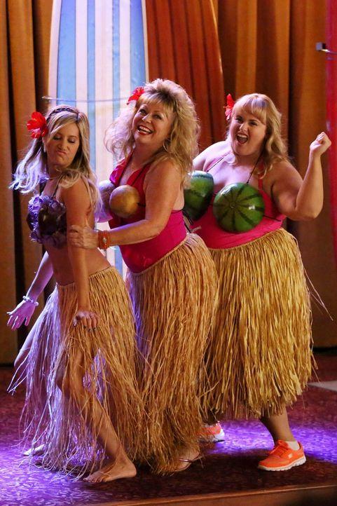 Drei Boubiers auf einem Haufen - das kann ja heiter werden: Jazmine (Ashley Tisdale, l.), Pamela (Jacki Weaver, M.) und Kimmie (Rebel Wilson, r.) au... - Bildquelle: Warner Brothers