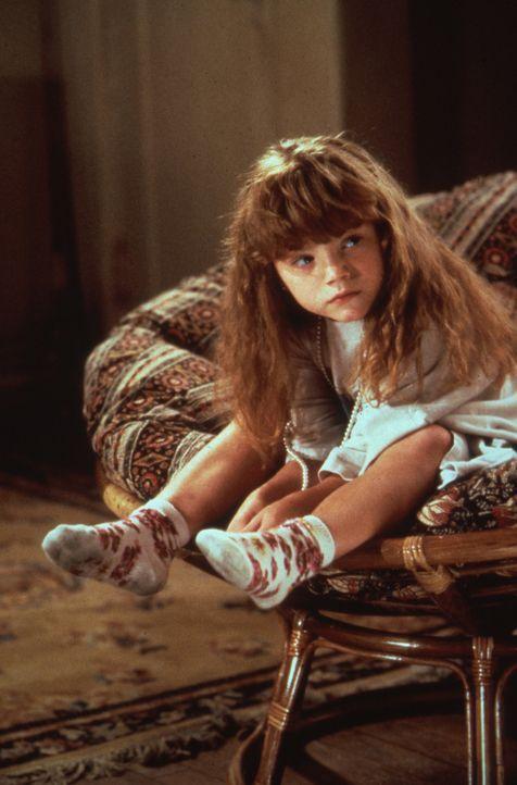 Plötzlich schneit die kleine Jeannie (Whittni Wright) in Matts chaotisches Leben ... - Bildquelle: Columbia Pictures