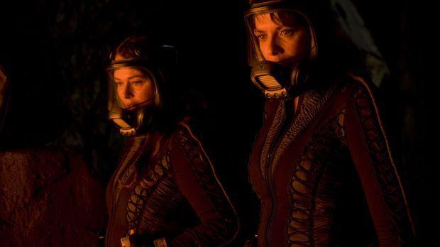 Der Kampf zwischen der Tyrannin Ranna (Polly Walker, l.) und Helen (Amanda Ta...